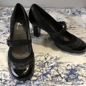 NWOT A2 Aerosoles Mary Jane heels